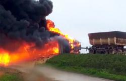 BR-163: acidente envolve três veículos de carga em Lucas, houve vazamento de combustível e pista está interditada