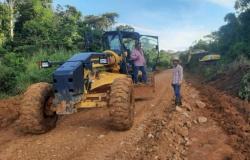 Prefeitura de Apiacás realiza serviços de patrolamento em pontos críticos das estradas rurais