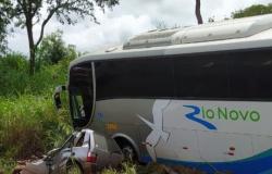 Três pessoas morrem em acidente entre ônibus e carro em MT