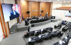 Deputados se dividem em 3 blocos e base governista fica com maioria - confirma