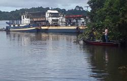 PARANAÍTA: Carreta da ré em balsa e vagão carregado de arroz cai no Rio Teles Pires