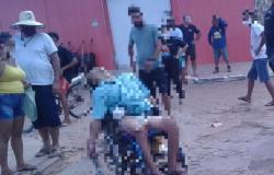Cadeirante abre fogo contra policiais no meio da rua e morre com infarto fulminante; veja vídeo
