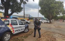 Coronavírus: Polícia Militar realiza trabalho de orientação em estabelecimentos comerciais de Carlinda