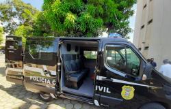 Polícia Civil recebe veículo para transporte de presos adquirido através de emenda parlamentar