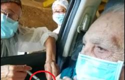 Coren investiga negligência após agulha ficar no braço de idosa em vacinação drive-thru de Cuiabá