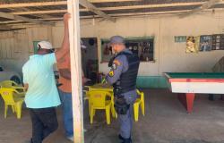Alta Floresta: PM aplica multas e fecha bares em apoio à Vigilância