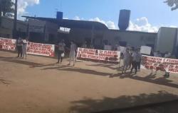 Profissionais do Hospital Regional de Alta Floresta promovem manifestação por atraso de adicionais