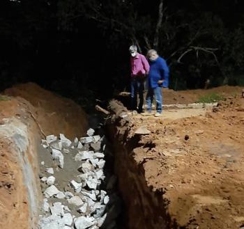 Vereador Tuti e prefeito Chico Gamba vistoriam obra na Avenida Ariosto da Riva