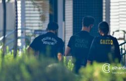 Gaeco e Corregedoria da PJC cumprem 44 mandados contra grupo criminoso integrado por policiais civis e militares