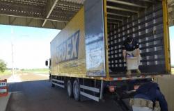 Em 12 dias, PRF apreende 3 caminhões dos Correios com contrabando