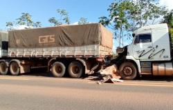 Engavetamento envolve três caminhões e um carro de passeio na MT 358