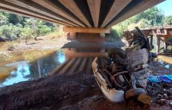 MT - Mãe morre após carro cair de ponte e filho de 5 anos sobrevive e passa noite ao lado do corpo até ser resgatado