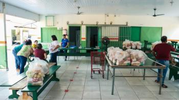 Estudantes da Rede Pública Municipal de Alta Floresta receberam Kits da Alimentação escolar