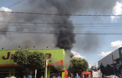 Loja de roupas é destruída pelo fogo durante incêndio em Sorriso