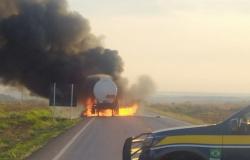 Caminhão-tanque pega fogo na BR-163 e motorista sai ileso em Nova Santa Helena