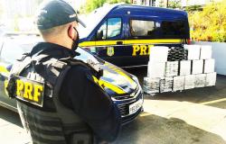 MT - PRF apreende meia tonelada de cocaína escondida em baú de caminhão