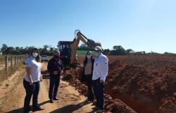 Prefeitura de Paranaíta realiza instalação para fornecimento de água potável na Fazenda Experimental do IFMT