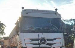 Acidente entre veículos de carga interdita trânsito na MT-208 sentido Nova Monte Verde, veja vídeos