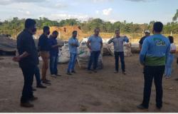Prefeito de Paranaíta e comitiva visitam empresa de Alta Floresta especializada em reciclagem de resíduos