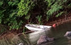 Barco bate em pedra e homem desaparece no Rio Aripuanã