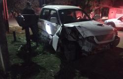 Alta Floresta: Motorista foge após bater caminhonete em muro e portão de residência