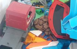 Alta Floresta: Corpo de Bombeiros capturam jiboia que estava área de uma residência junto aos brinquedos