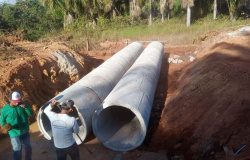 Vereadores Tuti, Ailton e Bernardo vistoriam construção de bueiro tubular na Comunidade Guadalupe