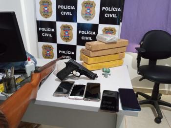 COLNIZA: Polícia Civil apreende 5 tijolos de maconha, arma de fogo e prende 7 suspeitos durante averiguação de uma denúncia
