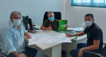 Vereadores Tuti e Claudinei se reúnem com diretor do IFMT
