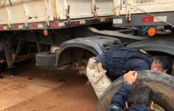 MT - PRF encontra cocaína escondida em pneu de caminhão