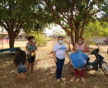 Alta Floresta: Primeira-dama entrega cobertores em comunidade rural