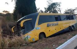 Bebê está entre as vítimas fatais de acidente com ônibus na BR-070 que seguia para o Nortão