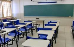 Escolas suspendem aulas após registrarem casos de covid-19 entre alunos e professores