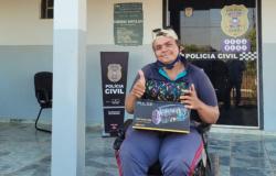 Policiais da PJC em Nova Monte Verde se mobilizam para ajudar trabalhador com deficiência física, comprando caixa de som