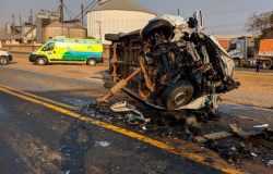 Acidente envolvendo carreta e ambulância mata paciente e enfermeira