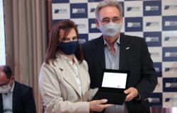 CDL Alta Floresta homenageia Ozair Bezerra em reconhecimento a sua gestão à frente da FCDL-MT