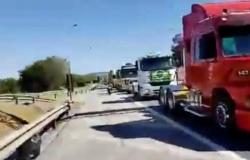 Caminhoneiros de MT fazem protesto em apoio ao presidente em Brasília