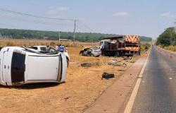 Acidente entre 6 veículos deixa uma pessoa morta e outras feridas