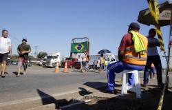 Justiça Federal determina abertura dos bloqueios feitos por caminhoneiros nas rodovias