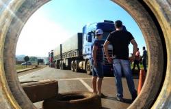 Caminhoneiros fazem bloqueio parcial em rodovias de MT pelo 3º dia seguido