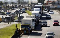 Caminhoneiros seguem concentrados em 14 rodovias de MT
