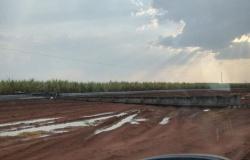 Tempestade derruba 6 postes e deixa no escuro duas cidades de MT