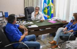 Paranaíta: prefeito recepciona empresários que construirão armazém de grãos