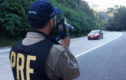 Projeto que proíbe policiais de ficarem escondidos com radares móveis em rodovias de MT é aprovado por AL