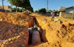 Presidente Tuti e prefeito Chico Gamba acompanham obras de pavimentação no Jardim Renascer