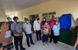 Vereadores participam de inauguração da reforma do PSF Ouro Verde