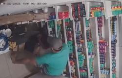 LESÃO CORPORAL E AMEAÇA: Homem enciumado invade farmácia, ameaça e agride amigo da namorada em Alta Floresta