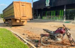 Motociclista morre ao bater em traseira de caminhão em Apiacás
