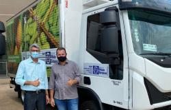 Conquista do vereador Marcos Menin, caminhão com baú refrigerado é entregue para a COMOV