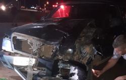 Três pessoas ficam feridas após acidente entre caminhonete e moto na MT-208